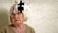 What is dementia? What are the symptoms of dementia? Is there a dementia treatment?