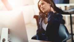 6 ways to deal with back and wrist pain in office workers!