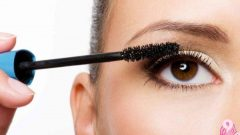 How Does Mascara Allergy Pass? Symptoms, Treatment