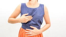 How is laparoscopic surgery performed in the treatment of reflux?