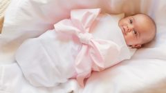 How is the baby swaddled? How and when is half a swaddling done? Hip dislocation. . .