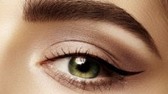 The secret of the flawless eyeliner is in contouring makeup