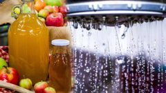 What are the benefits of apple cider vinegar juice? What happens if you add apple cider vinegar to your shower water?