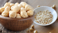 What are the benefits of hazelnut? If you eat a handful of crushed raw hazelnuts. . .