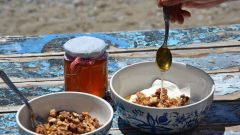 What are the benefits of honey? What does a mixture of walnuts and honey do?