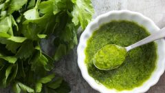 What are the benefits of parsley to the skin? How to make a parsley mask at home?