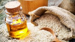 What are the benefits of sesame oil to the skin? How is sesame oil applied to the skin?