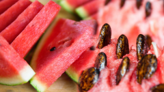 What are the benefits of watermelon? Can watermelon seeds be eaten? What does watermelon juice do?