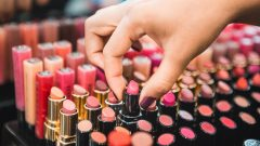 What are the trend lipsticks of the season? Latest lipstick colors