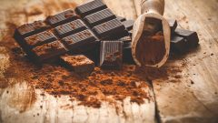 What benefits of dark chocolate reduces the risk of stroke!