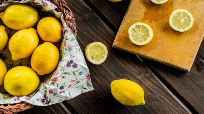 What foods that cleans the body, lemon removes toxins in the body!