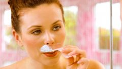 What to do to avoid whiskers in women, apply sugar!